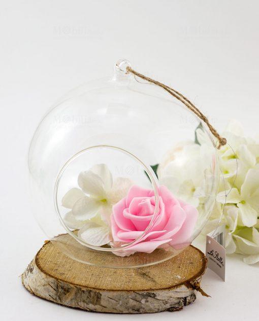 bolla vetro con fiori bianchi e rosa e cordoncino