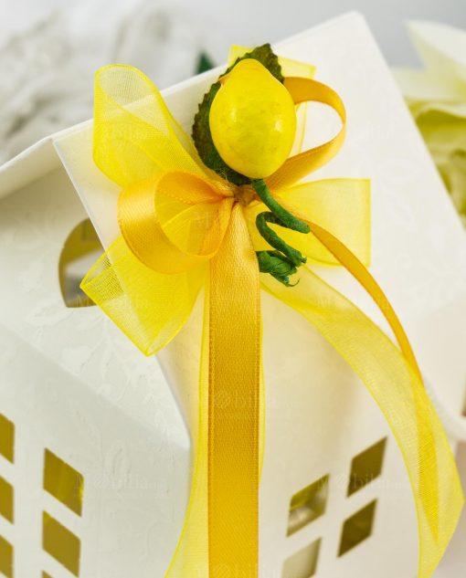 bomboniera candela barattolo vetro dettaglio doppio fiocco a 4 con applicazione limoncino su scatola casetta