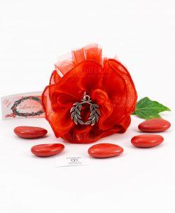 bomboniera ciondolo corona alloro microfusione tabor su sacchetto rosso organza