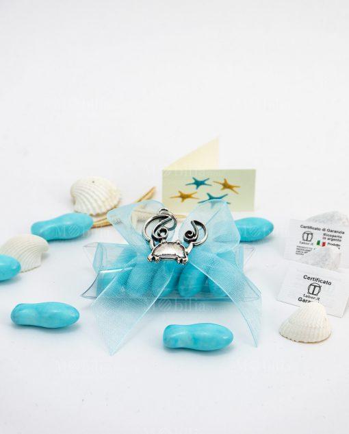 bomboniera confezionata ciondolo granchio microfusione ricoperto argento tabor su tubicino confetti pesciolino azzurri