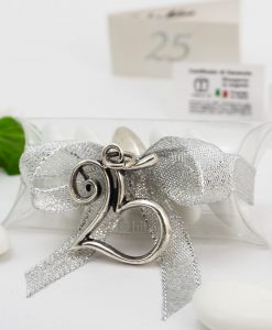 bomboniera confezionata ciondolo numero 25 microfusione placcato argento tabor su tubicino