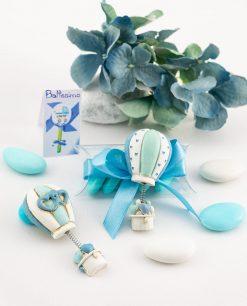bomboniera magnete mongolfiera con cuori azzurra decori assortiti su tubicino