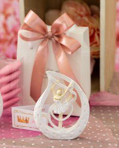 bomboniera scultuirna da appoggio ballerina piccola dentro goccia con nastro e tutù bianco