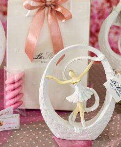 bomboniera sculturina da appoggio grande ballerina bianca con tutù dentro goccia con nastro