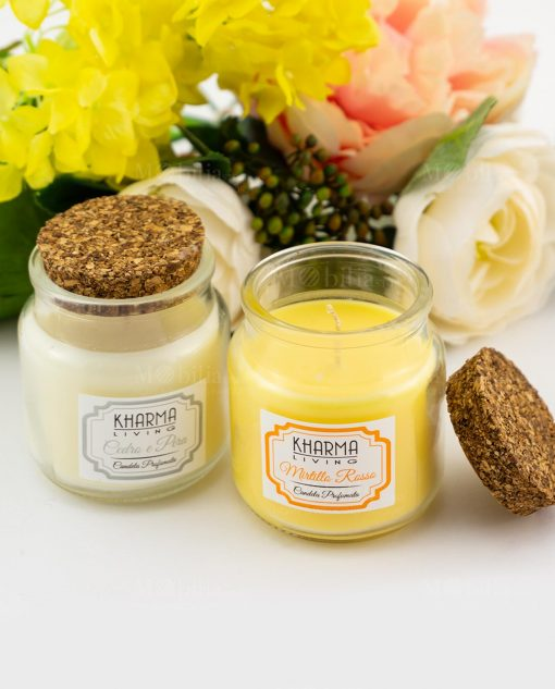 candela profumata barattolo vetro bianco cedro e pera arancione mirtillo rosso con tappo sughero