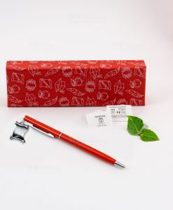 penna rossa ciondolo pergamena tabor