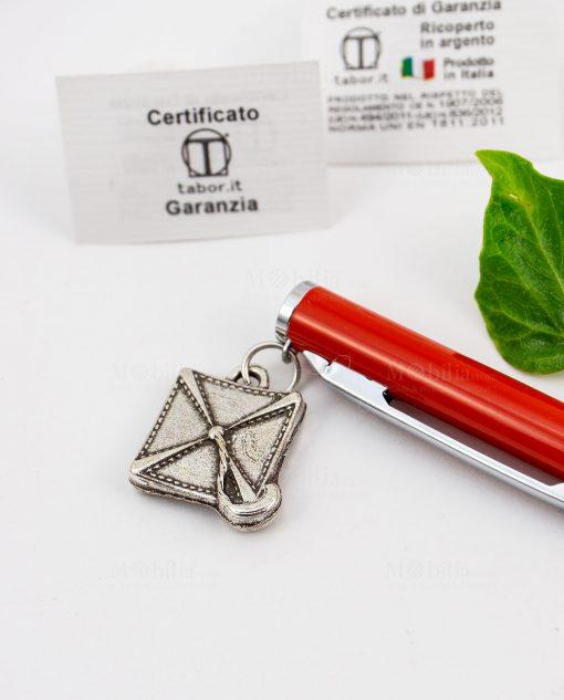 penna rossa tabor dettaglio ciondolo tocco argento