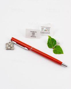 penna rosso con ciondolo tocco tabor