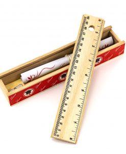 scatolina legno con righello matite temperino e pergamena decoro tocco