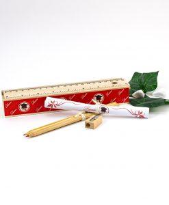scatolina righello legno con matite temperino e pergamena