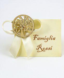 segnaposto per famiglia con fiocco e applicazione albero della vita legno