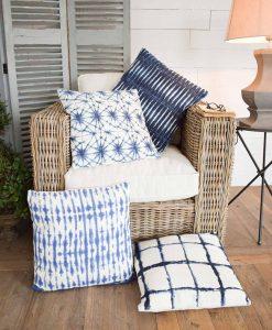 set 4 pezzi cuscino blu e bianco decori assortiti orchidea milano