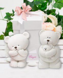 bomboniera salvadanaio orsetto ceramica bianca con scatola e nastrini rosa linea coccole polari ad emozioni