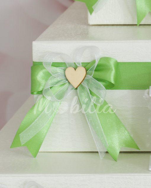 cesta-portabomboniere-cartoncino-melange-fiocco-verde-cuore-legno