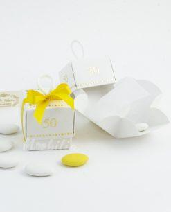 scatolina bianca con 50 anni d'oro e nastro giallo